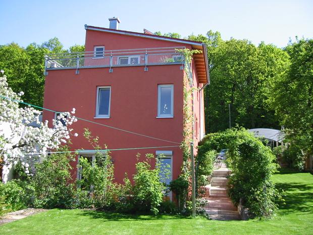 Ferienhaus Rosarium | Neubau und Apfelbaumbluete